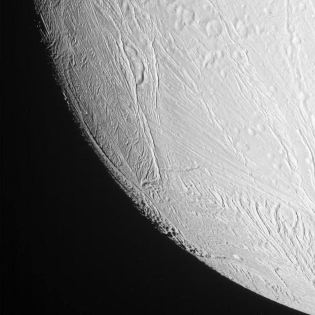 The fissured surface of Enceladus. A liquid ocean may lie underneath. Credit: NASA/JPL/SSI